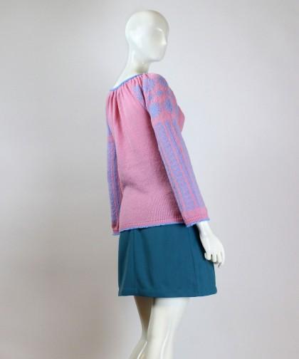 ie tricotata roz cu model albastru