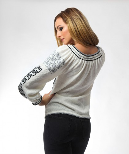 ie tricotata cu model in doua culori