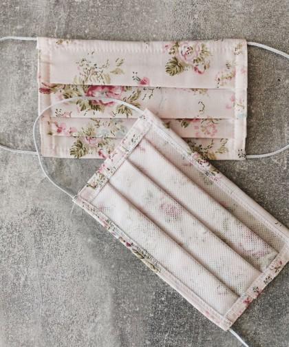 masca textila roz cu model floral
