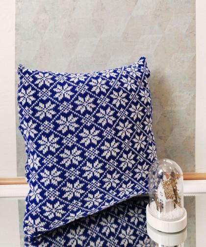 Perna tricotata cu model fulgi albastru inchis