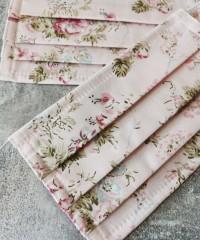 masca roz cu flori