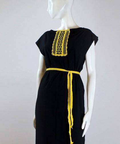 rochie neagra cu aplicatie traditionala