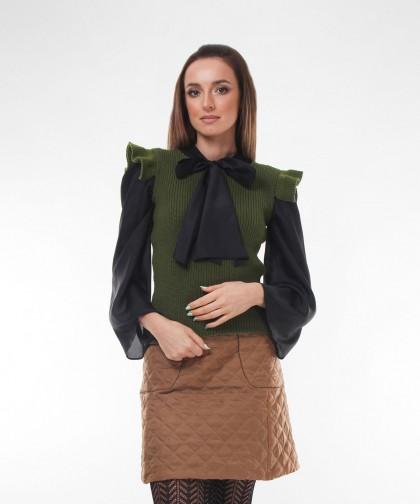 vesta tricotata cu volanas
